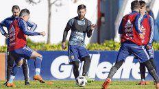 Juega en Ezeiza. Messi practicó junto a sus compañeros de la selección en el predio con la mente sólo puesta en levantar la Copa del Mundo en Rusia.