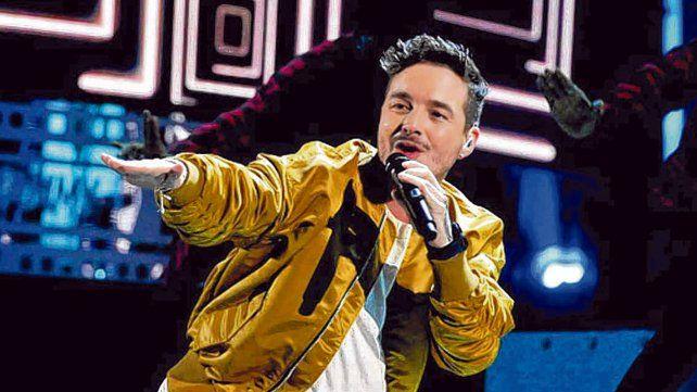 Su impronta en escena. El intérprete viene de convocar 22 mil almas en el Estadio Arena de México.