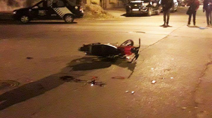 Dos motociclistas muertos tras chocar en barrio Matheu