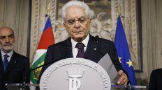 Mattarella al anunciar su decisión. Pedirá al Parlamento que resuelva si ir a elecciones en estas condiciones.