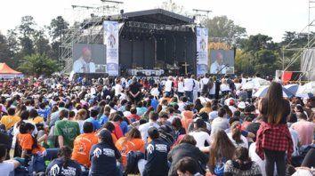 Más de 15 mil jóvenes de distintos puntos del país participaron del encuentro. Ojea pronunció la homilía en la misa que ofició de cierre.