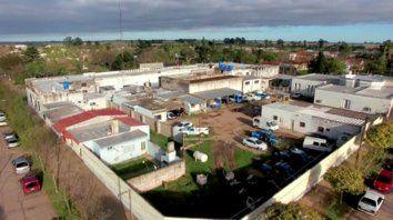 La vieja alcaidía. Se encuentra en el centro urbano de la localidad y aloja a cien detenidos.