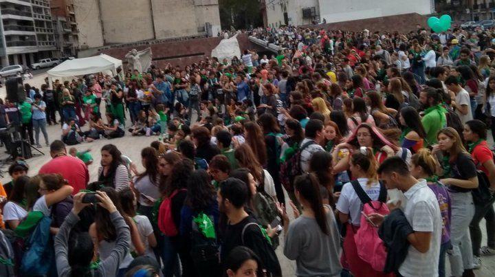 El pañuelazo por aborto legal, seguro y gratuito tiñó de verde el Monumento a la Bandera