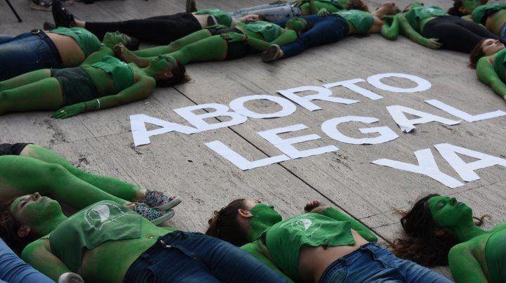 Las mujeres hicieron un pañuelazo federal para reclamar por el Aborto Legal Ya.