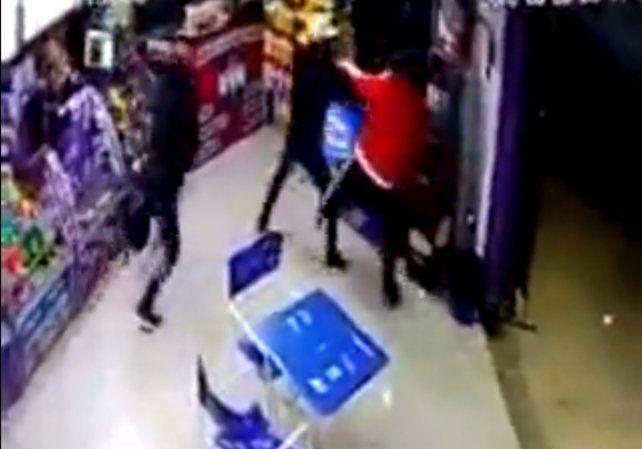 Fue a cargar la tarjeta de colectivo y lo ejecutaron de un tiro