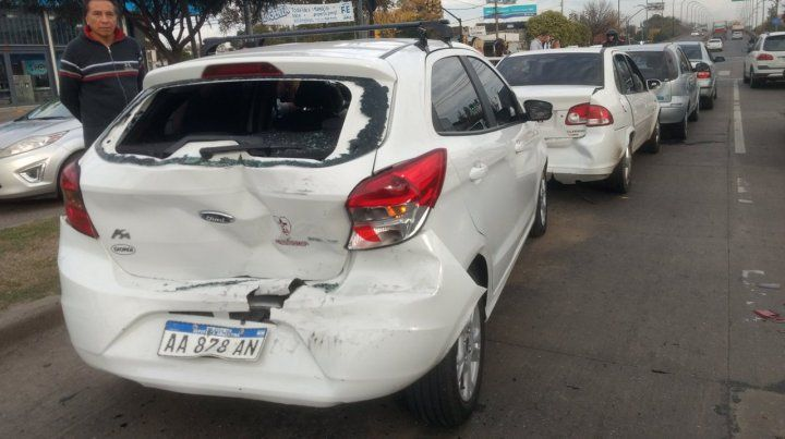 Una camioneta chocó cinco autos de un cortejo fúnebre que iba a Baigorria