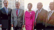 El gobernador de Entre Ríos, Gustavo Bordet; su par cordobés, Juan Schiaretti; la embajadora argentina en Tailandia, Alicia Sonschein, y el gobernador Miguel Lifschitz, ayer, durante un evento que compartieron en Bangkok.