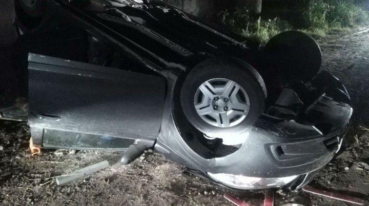 Persecución y vuelco de pone piedras en la autopista a Buenos Aires
