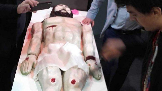 Polémica con un funcionario que comió el cuerpo de Cristo