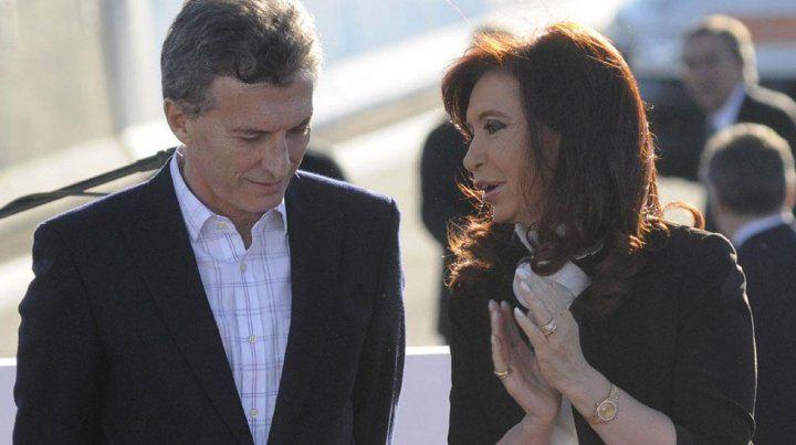 Cruce entre Macri y CFK con el freno a la subas de servicios como telón de fondo