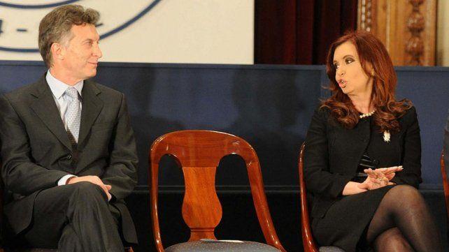 De presidente a presidenta. Mauricio Macri y Cristina Kirchner.