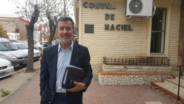 Pacificador. El secretario de Municipios y Comunas llegó ayer a Maciel para calmar las tensiones.