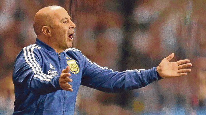 Intenso. El entrenador vivió a pleno el amistoso pese a que se trató de un rival que no ofreció oposición.