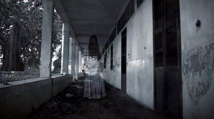 Revisan las cámaras de una comisaría y descubren a un escalofriante fantasma