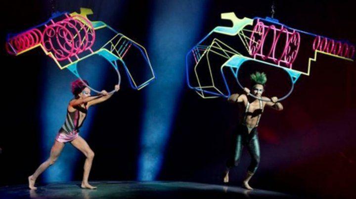 Magia visual. El espectáculo combina acrobacia y la música de la mítica banda de rock