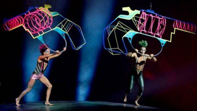 Magia visual. El espectáculo combina acrobacia y la música de la mítica banda de rock, Soda Stereo. <br>