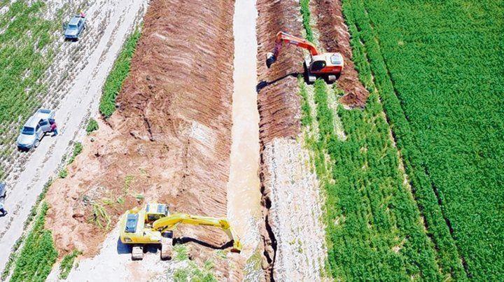 Canalizaciones. Se hacen para escurrir excedentes hídricos desde zonas de Córdoba.