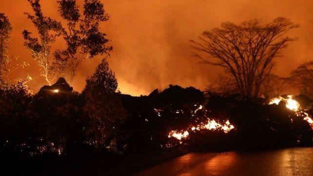Sigue la tensión en Hawái: más evacuaciones tras el avance de ríos de lava