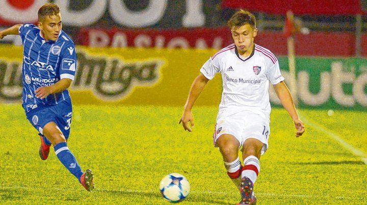 En el Coloso. Lisandro Martínez jugó en la derrota leprosa ante Godoy Cruz en junio de 2017.