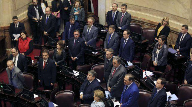 Los senadores aprobaron esta madrugada la ley que frena los tarifazos.