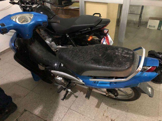 Dos de las motos secuestradas en el operativo.