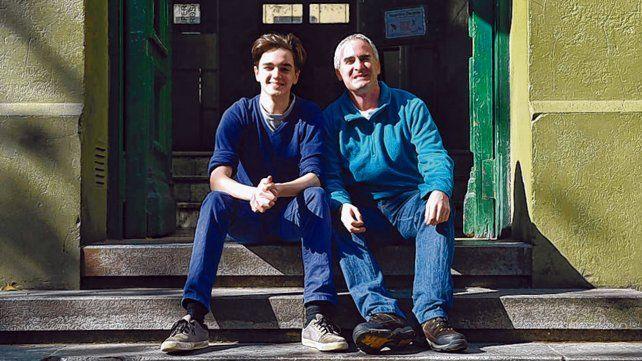 El estudiante del Poli Sebastián Mestre y su profesor de olimpíadas Alejandro Shujman.
