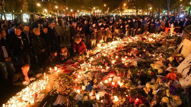 Memoria. La Plaza de la República se transformó en el epicentro de los homenajes a las víctimas.