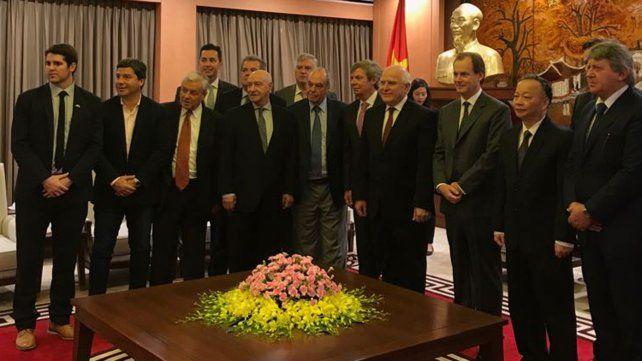 El gobernador y empresarios de la Región Centro fueron recibidos por las autoridades deHanoi.
