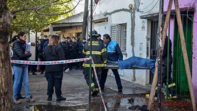 A media mañana se produjo el traslado de las víctimas al Instituto Médico Legal.