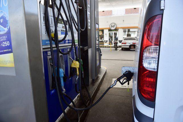 Las naftas y el gasoil aumentan desde esta noche hasta un 5 por ciento.
