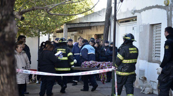 Las rejas que tapaban las ventanas de la planta alta les impidieron a los vecinos poder rescatar a la madre y sus tres hijos.
