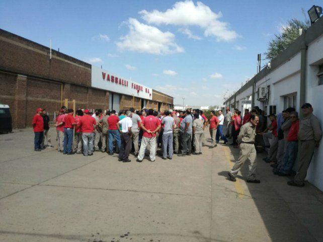 Tensión. Los trabajadores mantuvieron tomada la planta durante un largo período.