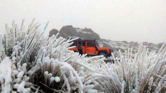 Nieve. La ruta de Altas Cumbres amaneció tapada de nieve.