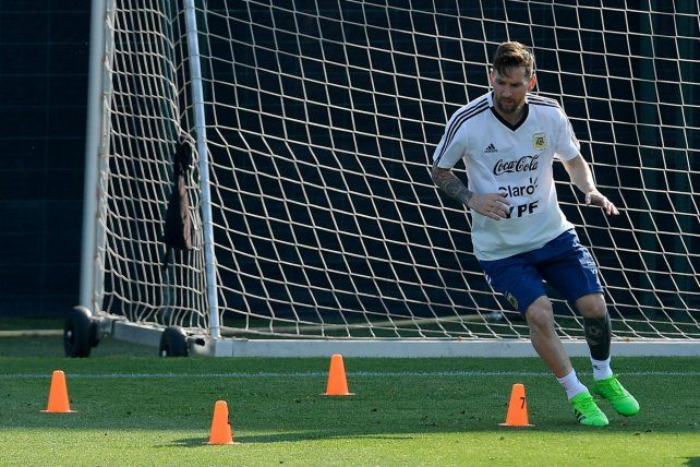 El mejor. Leo Messi arrancó la práctica a buen ritmo y lució su técnica en varios pasajes.