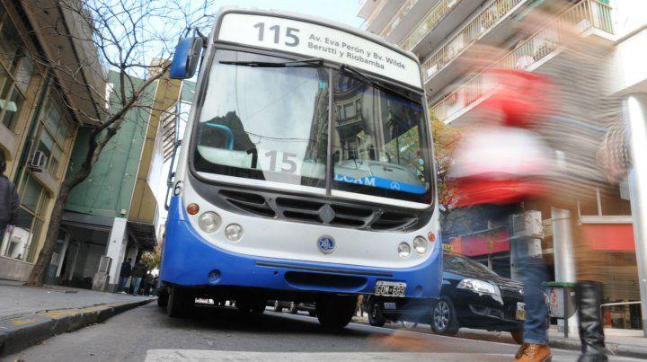 El accidente con el micro de la 115 ocurrió en San Luis e Italia.