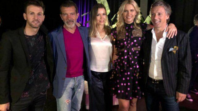 Axel junto a Banderas y Valeria Mazza y su pareja.