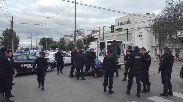 Un policía fue atropellado mientras perseguía a dos ladrones que habían asaltado a una mujer