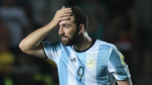 Mala racha. Pipita se acostumbró a errar goles con la albiceleste. Argentina lo necesita afilado en Rusia.