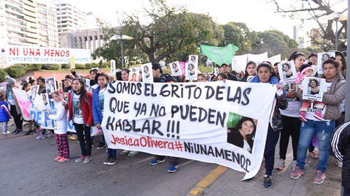 Rosario concentra en el Monumento en un nuevo aniversario del Ni una menos