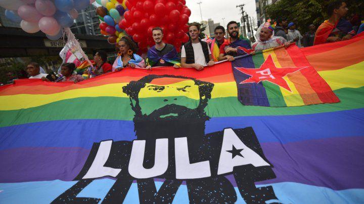Fiesta y política en la avenida Paulista.