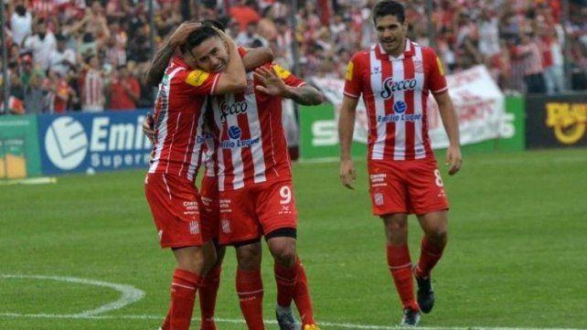 Es de Primera: San Martín de Tucumán goleó a Sarmiento y ascendió