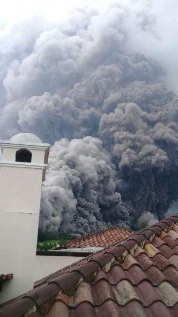 Al menos seis muertos por erupción del Volcán de Fuego en Guatemala