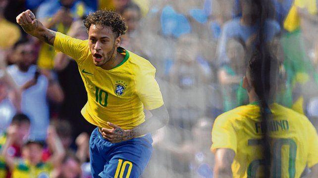Crack. Neymar ya marcó y celebra eufórico. Firmino