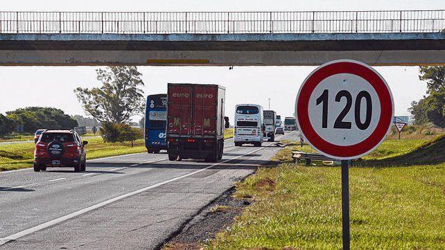 Autopista. El robo del camión fue el 14 de mayo. Hallaron la mayor parte de las garrafas días después.