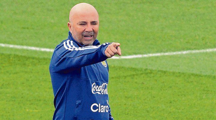 Busca relajar a los jugadores. El Zurdo optó por flexibilizar la rutina en el campamento en Barcelona. Quiere que los futbolistas lleguen al Mundial con la mente despejada.