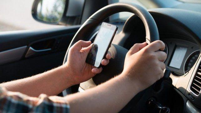 Se labraron 3200 actas a automovilistas rosarinos que usan el celular mientras conducen