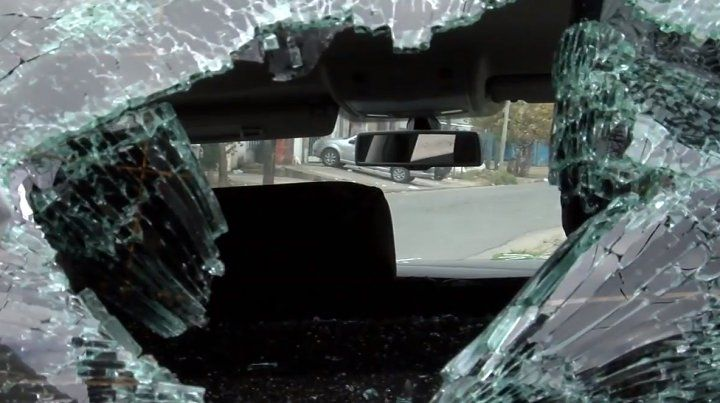 Un joven chocó, le arrojaron un adoquín y fue brutalmente agredido por dos personas