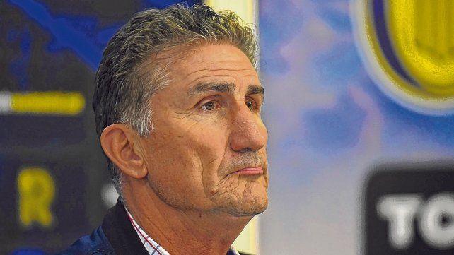 Mirada fija. Bauza mostró preocupación por la gran cantidad de goles que recibió Central en la Superliga.