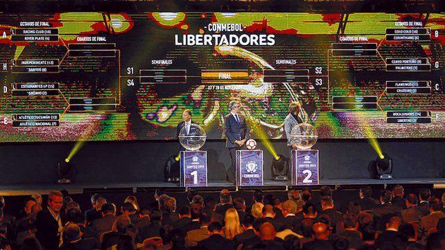El sorteo. Miguel Angel Russo participó de la ceremonia realizada ayer en la sede de la Conmebol.