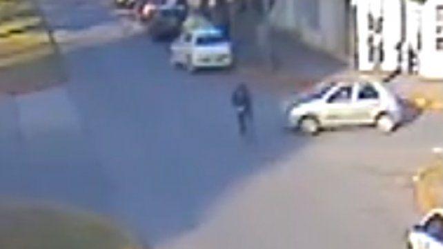 Chocó a un ciclista y quedó filmado por las cámaras del Ministerio de Seguridad